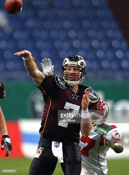 American Football NFL Europe 2004 Duesseldorf Duesseldorf Rhein Fire Cologne Centurions Quarterback Chad HUTCHINSON / Fire Cullin JENKINS / Koeln...