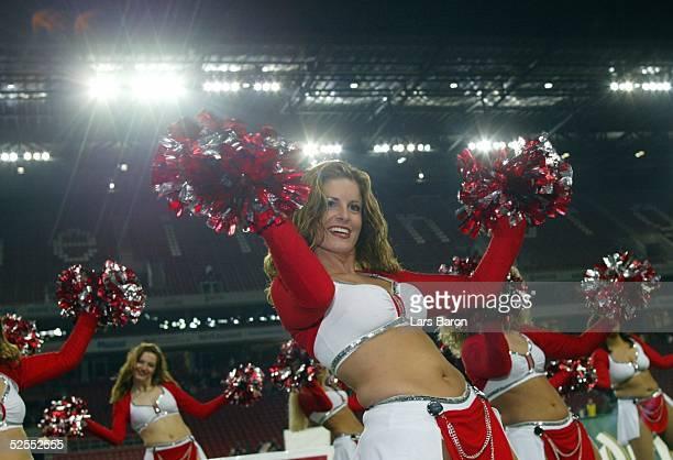 American Football NFL Europe 2004 Koeln Cologne Centurions Frankfurt Galaxy Koelner Cheerleader 100404