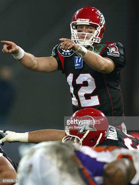 American Football NFL Europe 2004 Koeln Cologne Centurions Frankfurt Galaxy Quarterback Ryan van DYKE / Koeln 100404
