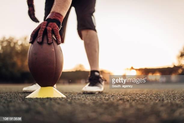 pena de futebol americano - quarterback - fotografias e filmes do acervo