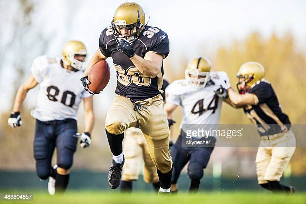american football. - wide receiver athlete stock pictures, royalty-free photos & images