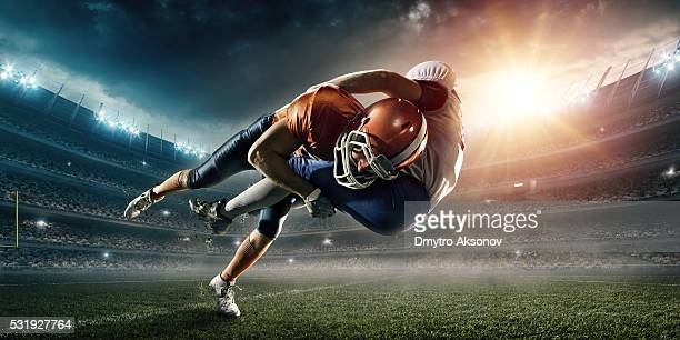 american football player being tackled - football stockfoto's en -beelden