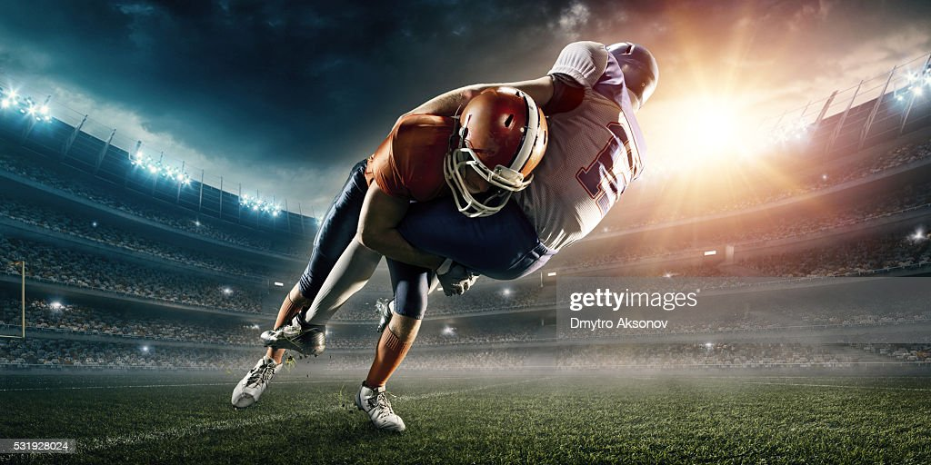 American football player being tackled : Bildbanksbilder