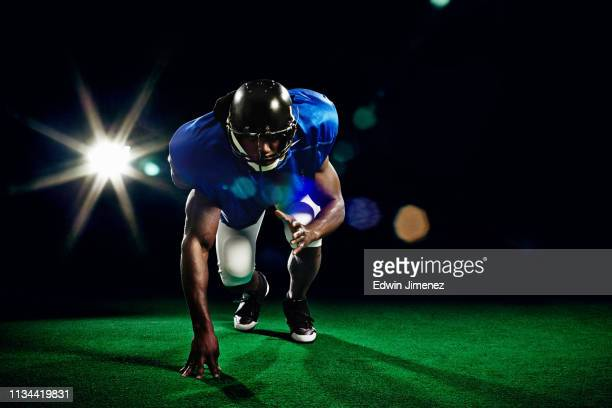 american football player crouching - tackle american football player stock pictures, royalty-free photos & images