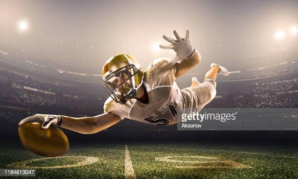 アメリカンフットボール選手の活動 - touchdown ストックフォトと画像