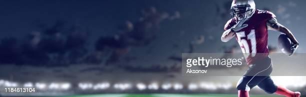 american football speler in actie - touchdown stockfoto's en -beelden