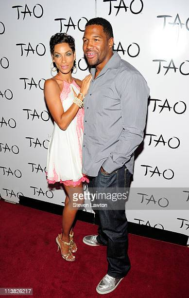 American football player Michael Strahan and Eddie Murphy's exwife Nicole Murphy arrive to watch a special DJ set by Swizz Beatz for prefight party...