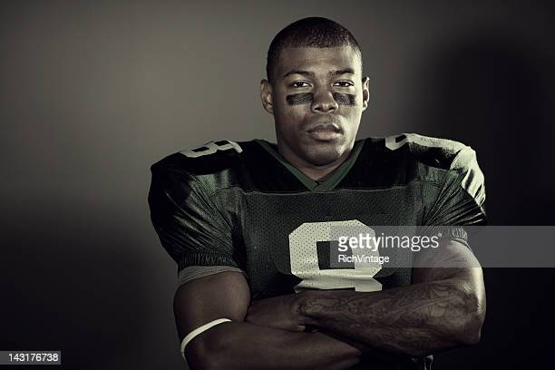 american football player - quarterback stock pictures, royalty-free photos & images