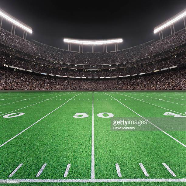 american football stadium, 50 yard line view - amerikanischer football stock-fotos und bilder