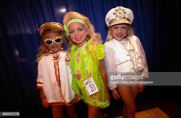 American girls competing in beauty contest.