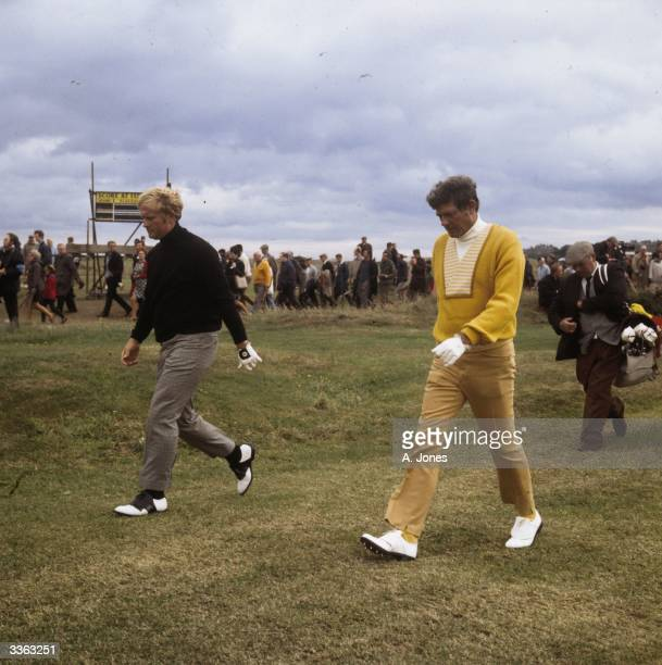 American golfers Jack Nicklaus and Doug Sanders at St Andrews for the 1970 British Open which Nicklaus won Doug Sanders lost the competition at the...