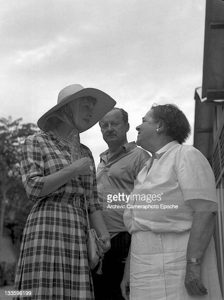 American gossip columnist Elsa Maxwell portrayed while having a talk with Diana and Duff Cooper Lido venice 1948