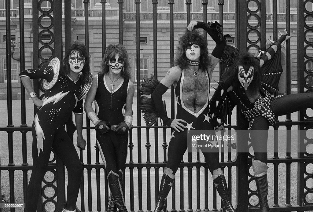 American heavy metal group Kiss outside the gates of Buckingham Palace, 10th May 1976. The band are in London for their first UK appearances. Left to right: Ace Frehley, Peter Criss, Paul Stanley and Gene Simmons.