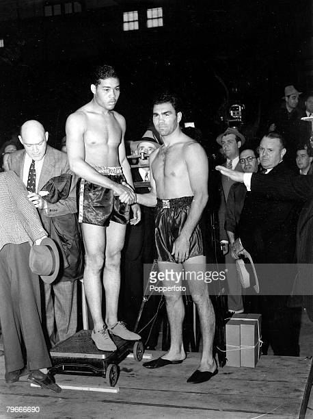 American heavyweight champion boxer Joe Louis shakes hands with German boxer Max Schmeling at the weighin for their fight on June 22 1938 at Madison...