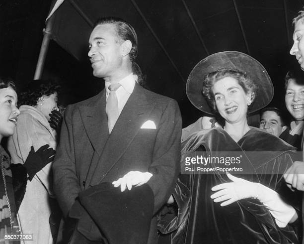 American heriess to the Woolworth estate Barbara Hutton and her new husband Porfirio Rubirosa are congratulated in New York after their wedding the...