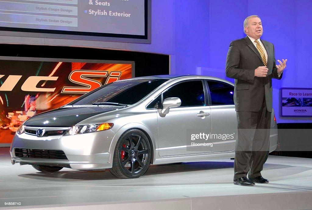 American Honda Motor Co Senior VP John Mendel Introduces The Firms 2007 Civic Si