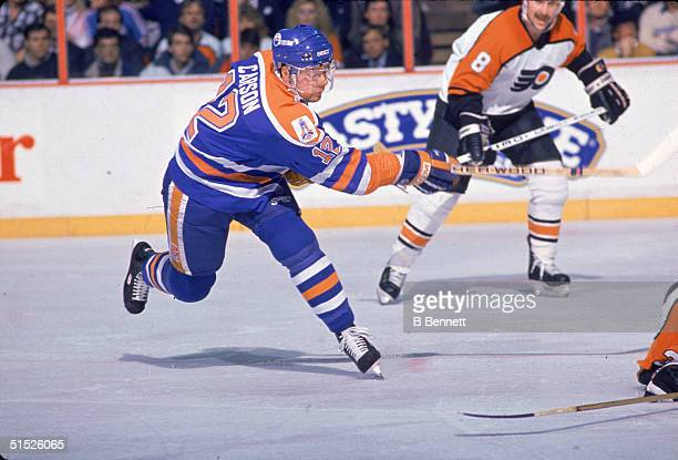 American ice hockey player Jimmy Carson #12 for the Edmonton Oilers takes a shot during a game against the Philadelphia Flyers the Philadelphia...