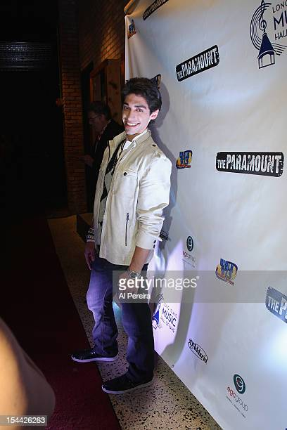 'American Idol' contestant Robbie Rosen arrives at the 4th Long Island Music Hall of Fame Induction Ceremony at The Paramount on October 18 2012 in...