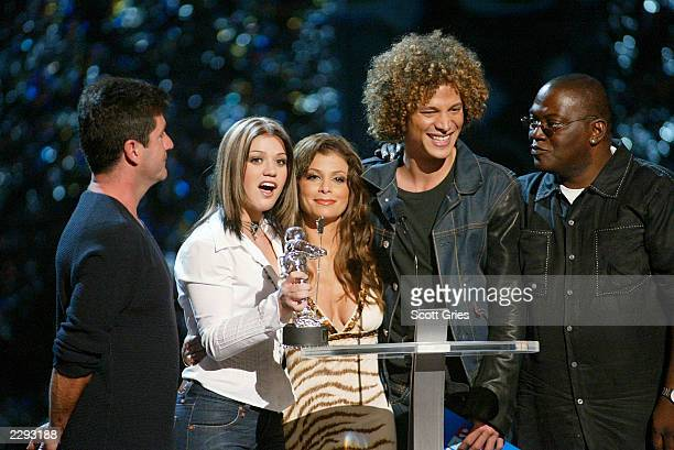 American Idol contestants Kelly Clarkson and Justin Guarini with Judges Simon Cowell Paula Abdul and Randy Jackson on stage at the 2002 MTV Video...