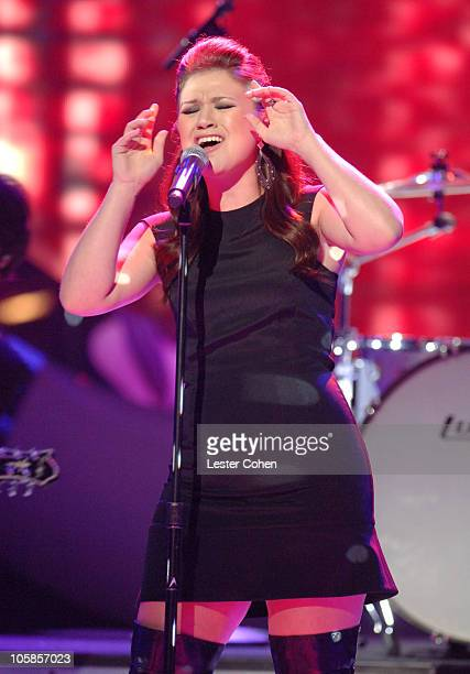 'American Idol' Season 1 winner Kelly Clarkson performing 'Never Again'