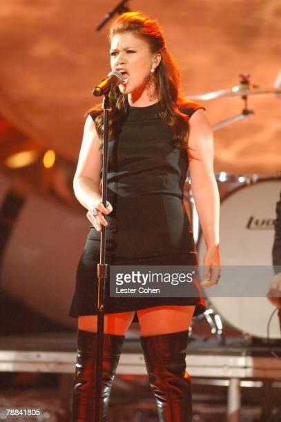 American Idol Season 1 winner Kelly Clarkson performing Never Again