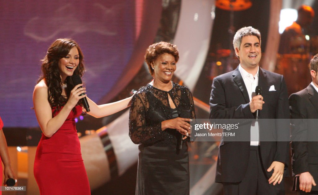 'American Idol' Season 5 - Top 2 Finalist, Katharine McPhee, 21, from Sherman Oaks, California, Dionne Warwick, and Taylor Hicks, 29, from Birmingham, Alabama