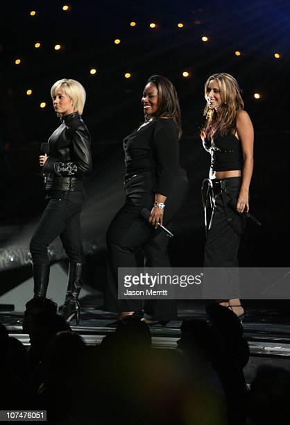 American Idol Season 5 Top 6 Finalist Kellie Pickler of Albemarle North Carolina Season 5 Top 9 Finalist Mandisa from Antioch Tennessee and Season 5...