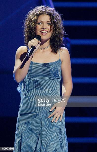 American Idol winner Kelly Clarkson performs during the 'American Idol in Vegas' concert at the MGM Grand Garden Arena September 18 2002 in Las Vegas...