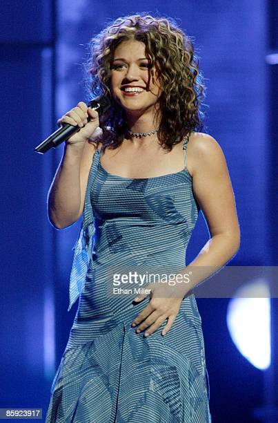 American Idol winner Kelly Clarkson performs during the American Idol in Vegas concert at the MGM Grand Garden Arena September 18 2002 in Las Vegas...