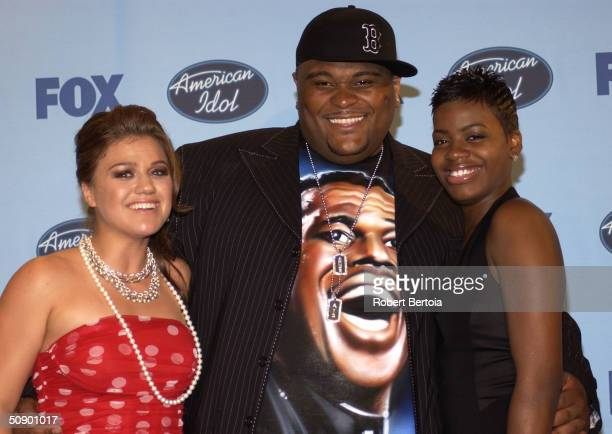 American Idol winners Kelly Clarkson Ruben Studdard and Fantasia Barrino pose backstage at the American Idol Season Three Grand Finale at the Kodak...