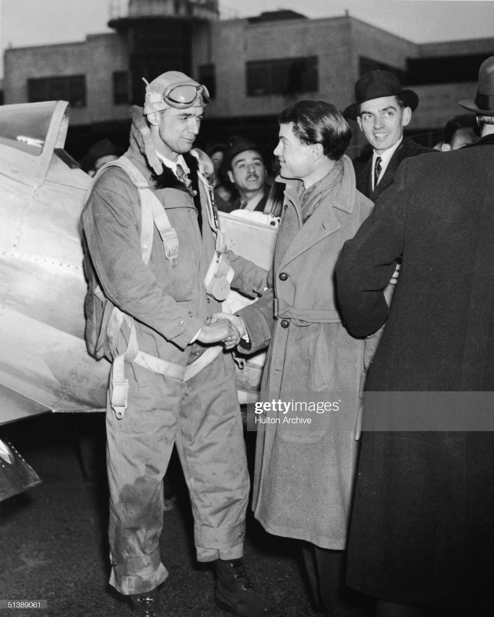 Hughes Sets Transcontinental Flight Record : News Photo