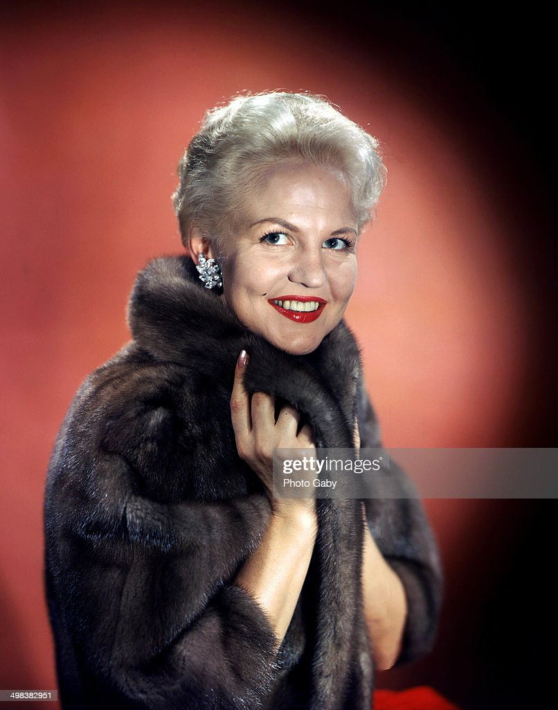 American jazz and pop singer and songwriter, Peggy Lee (1920 - 2002), 1957.
