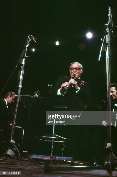 American jazz clarinetist Benny Goodman performing in Copenhagen Denmark March 13 1972 At left American jazz pianist Bill McGuthrie and at right...