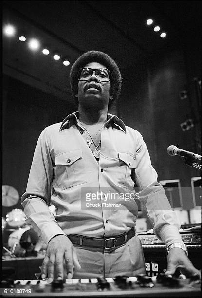 American Jazz musician Herbie Hancock plays keyboards during a rehearsal at Avery Fisher Hall New York New York June 1978 The rehearsals with fellow...