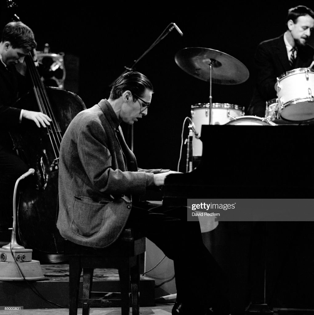 Photo of Bill EVANS and Larry BUNKER and Bill EVANS (Piano) : News Photo