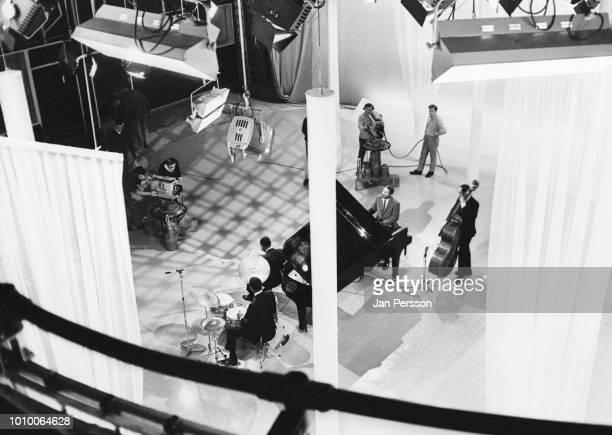 American jazz pianist Erroll Garner in TVstudio Copenhagen 1967 with Jose Mangual