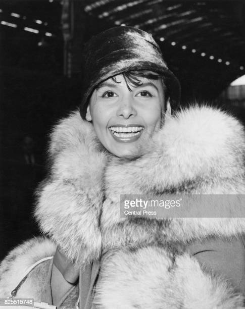 American jazz singer Lena Horne arrives at Paddington Station from Plymouth on the 'Liberte' boat train 24th March 1961 She is in London to appear in...