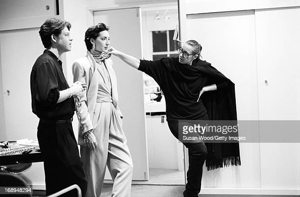 American jewelry designer Robert Lee Morris stands with a fashion model and an unidentified woman 1987