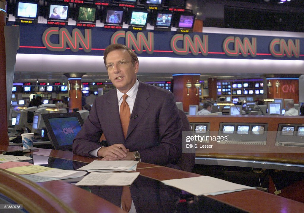 CNN Anchor Aaron Brown Delivers News : News Photo