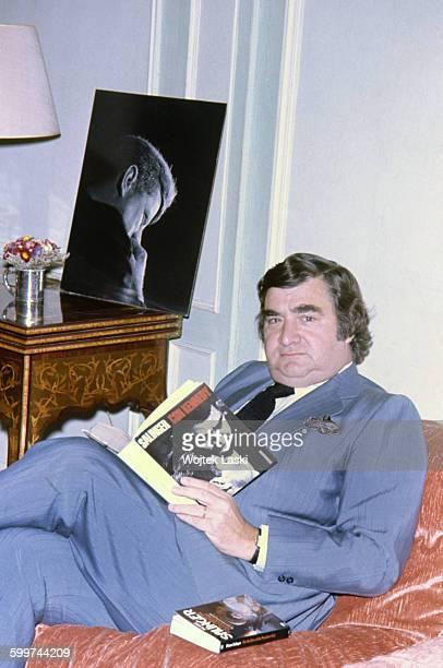 American journalist Pierre Salinger Press Secretary to US Presidents John F Kennedy and Lyndon B Johnson Paris France circa 1978 He is reading an...