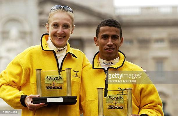 American Khalid Khannouchi and British Paula Radcliffe winners in their respective category pose 14 April 2002 at the end of the London marathon in...