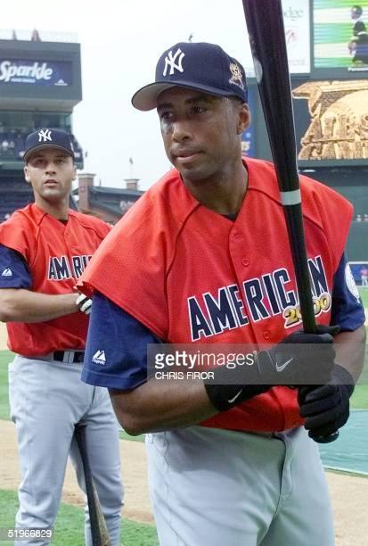 American League AllStars Derek Jeter and Bernie Williams of the New York Yankees warm up during batting practice 11 July 2000 for the 2000 AllStar...