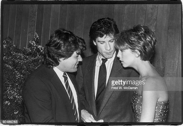American magazine publisher Jann Wenner talks with actors John Travolta and Jamie Lee Curtis stars of the film 'Perfect' May 29 1985 The film was...