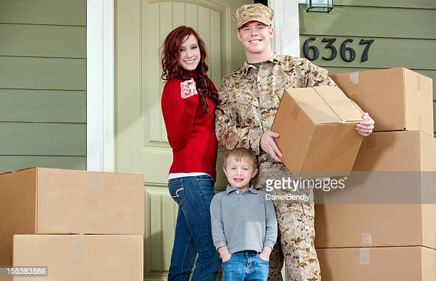american marine corps soldier & family moving into new home - us marine corps stock pictures, royalty-free photos & images