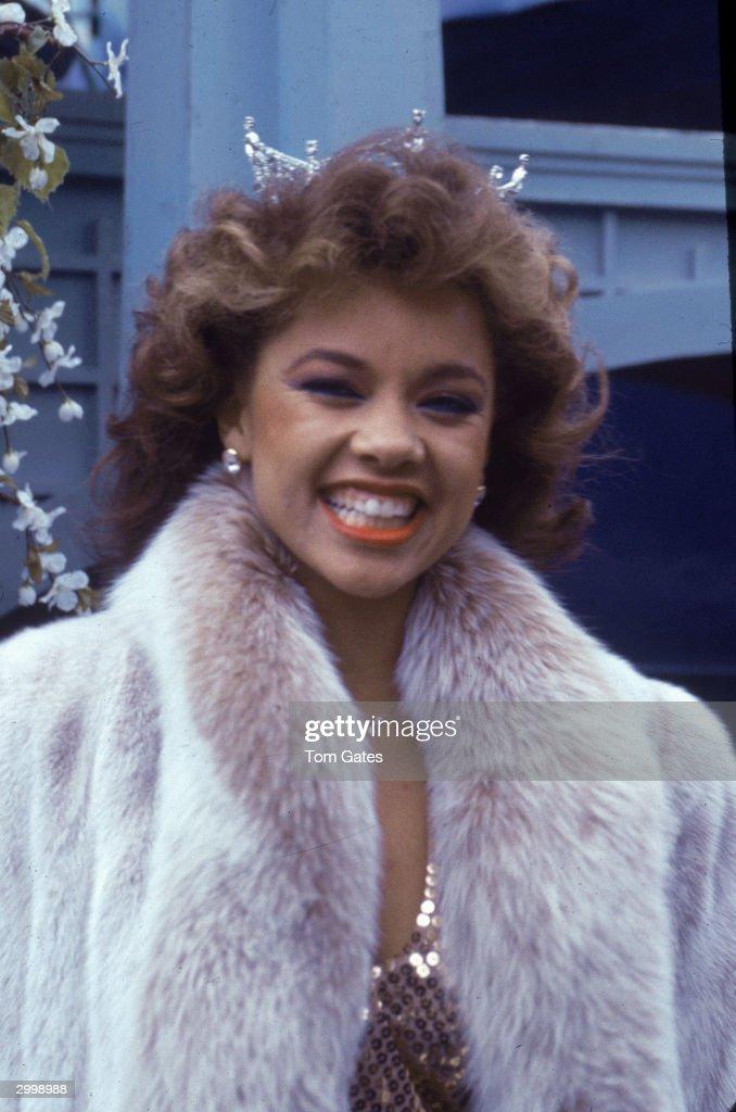 Vanessa Williams Smiling In Fur Coat : News Photo