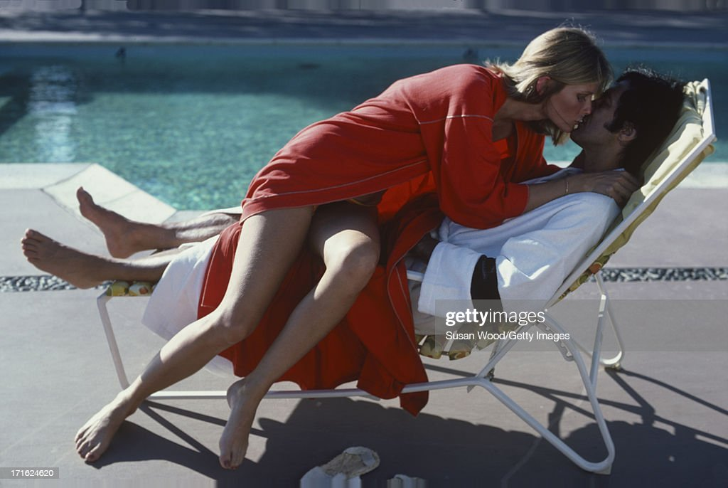 Tiegs & Dragoti Relax Poolside : News Photo