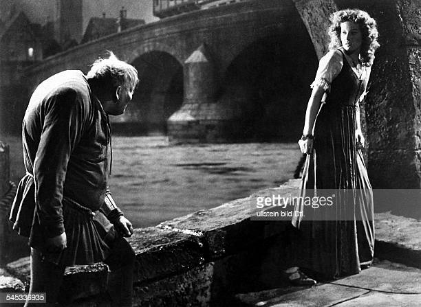 American movies in the 1930s Charles Laughton and Maureen O'Hara in a scene from the movie 'The Hunchback of Notre Dame' Directed by William Dieterle...