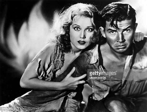 American movies of the 1930ies Scene from the movie 'King Kong'' with Fay Wray and Bruce Cabot Directed by Merian C Cooper Ernest B Schoedsack USA...