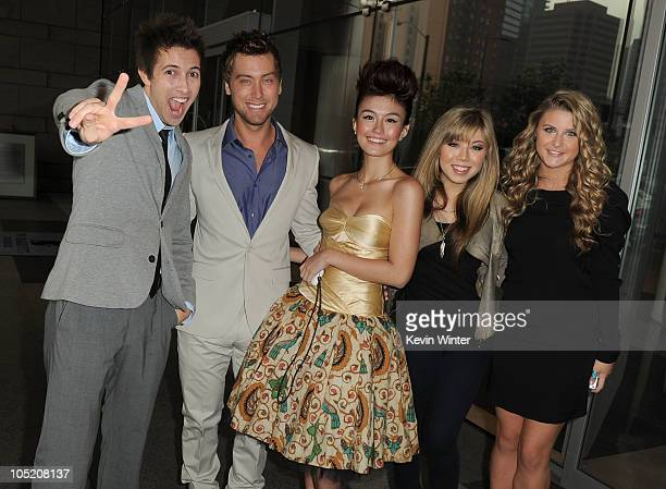 American Music Awards digital hosts David Lehre Lance Bass Agnes Monica Jennette McCurdy and Savannah Outen attend the 2010 American Music Awards...