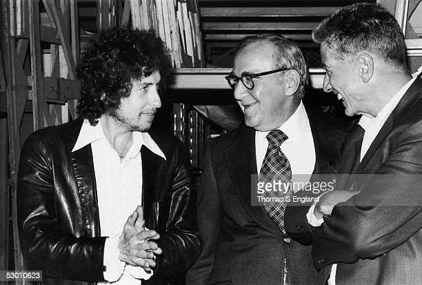 American music legends share a laugh together early September 1975 From left singer and guitarist Bob Dylan clarinetist and band leader Benny Goodman...